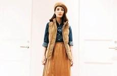 Mỹ nhân Việt lăng xê chân váy midi, sơ mi họa tiết và áo khoác cá tính