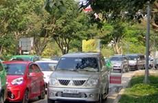 Bát nháo dịch vụ vận chuyển hành khách tại sân bay Tân Sơn Nhất