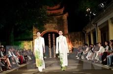 Trình diễn áo dài dân tộc chào mừng ngày Di sản Văn hóa Việt Nam