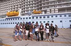 Hơn 1.000 khách tàu biển SuperStar Virgo cập bến thăm Việt Nam