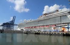 Hơn 2.000 du khách trên tàu Celebrity Millennium cập cảng Việt Nam