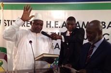 Tổng thống đắc cử Gambia phải tuyên thệ nhậm chức ở nước láng giềng