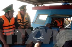 Gió to, sóng lớn đánh chìm tàu cá, 4 ngư dân được cứu sống