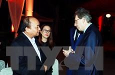 Thủ tướng bất ngờ xuất hiện, gặp mặt các doanh nhân quốc tế