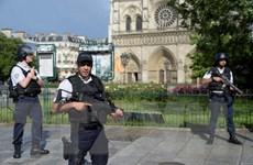 Hung thủ tấn công bên ngoài nhà thờ ở Paris hành động đơn độc