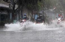 TP. HCM: Mưa lớn gây ngập nhiều nơi, xe máy nằm la liệt hai bên đường