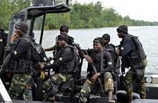 Lật tàu quân sự ở Cameroon, hàng chục binh sỹ mất tích