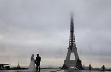 Tháp Eiffel sẽ có lớp kính chống đạn bao bọc để chống khủng bố