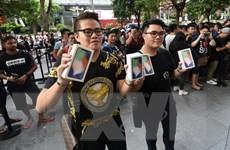 Cả thế giới chào đón điện thoại iPhone X trong ngày mở bán