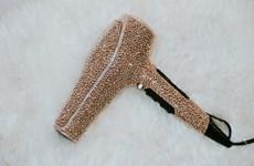 Chiếc máy sấy tóc trị giá 230 triệu đồng có gì đặc biệt?