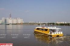 Người Sài Gòn thích thú với trải nghiệm đi 'tàu buýt đường sông'