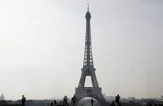 Tháp Eiffel tạm đóng cửa vì nhân viên an ninh đình công