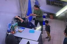 [Video] Người nhà bệnh nhi hành hung bác sỹ bệnh viện Xanh Pôn