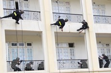 Hình ảnh diễn tập phòng chống khủng bố và giải cứu con tin