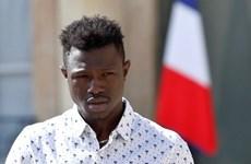 [Video] 'Người nhện' Mali được nhập quốc tịch và có việc làm tại Pháp
