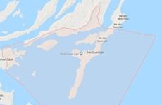 Xe tuk tuk lật nhào trên đảo Quan Lạn, 9 du khách bị thương