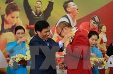Người dân hân hoan đón chào Đoàn thể thao Việt Nam trở về