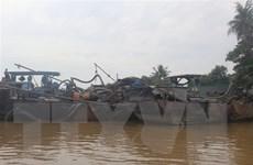 Bắt giữ 3 thuyền công suất lớn bơm hút cát trái phép ở Đồng Nai