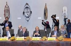 Thủ tướng Nguyễn Xuân Phúc bắt đầu hoạt động tại Hội nghị Cấp cao APEC
