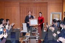 Chủ tịch Quốc hội trao Huân chương Hữu nghị cho giáo sư Ahn Kyong Hwan