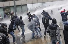 Hàng nghìn người tuần hành phản đối hiệp ước di cư toàn cầu tại Bỉ
