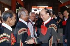 [Photo] Thủ tướng Nguyễn Xuân Phúc thăm, tặng quà hộ nghèo ở Đắk Nông