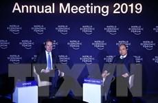 Thủ tướng đối thoại với Chủ tịch WEF về chủ đề Việt Nam và Thế giới