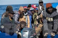 Italy cho phép 47 người di cư trên tàu cứu hộ được lên bờ