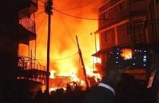 Một ngôi nhà chứa phụ tùng máy móc bị cháy trong đêm Valentine