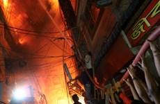 Hỏa hoạn thiêu rụi cả một tòa chung cư, ít nhất 41 người thiệt mạng