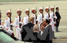 Hình ảnh Tổng thống Mỹ Donald Trump tạm biệt Hà Nội về nước