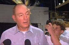 Dân mạng ca ngợi chàng trai ném trứng vào thượng nghị sỹ Australia