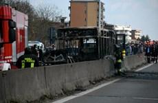 Một xe buýt chở đầy học sinh bị bắt cóc ở miền Bắc Italy