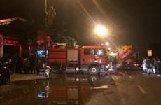 Hà Nội: Cháy ngôi nhà 5 tầng bán giày dép ở Phú Xuyên, 1 người mắc kẹt