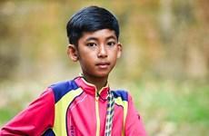 [Video] Cậu bé người Campuchia có thể nói tới 16 ngôn ngữ khác nhau