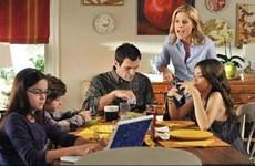Các thiết bị công nghệ 'ngốn' thời gian ăn tối của gia đình Mỹ