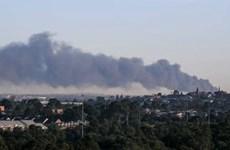 Cháy lớn, khói đen dày đặc bốc lên tại một nhà máy ở Melbourne