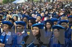 Hàng triệu người lớn tuổi ở Mỹ vật lộn để trả hết nợ học phí đại học