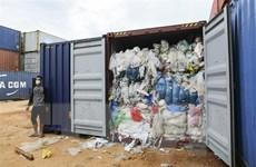 Indonesia và Malaysia trả lại các container chứa rác nhập khẩu