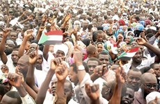 Sudan: Biểu tình rầm rộ đòi trao quyền cho chính quyền dân sự