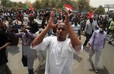 Sudan: Lãnh đạo quân đội cam kết thực thi thỏa thuận với phe biểu tình
