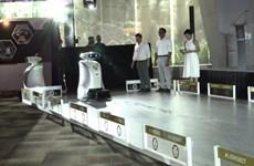 [Video] Cận cảnh robot dọn vệ sinh biết hát rap ở Singapore