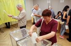Cử tri Ukraine đi bỏ phiếu bầu cử Quốc hội trước thời hạn