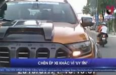 [Video] Muốn thể hiện, tài xế xe bán tải lấn làn, chèn ép xe khác