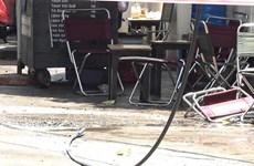 [Video] Ngồi uống càphê, một người bị dây điện rơi trúng lưng tử vong