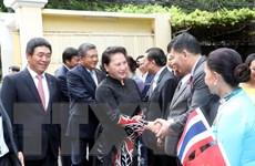 Chủ tịch Quốc hội gặp gỡ cộng đồng người Việt Nam tại Thái Lan