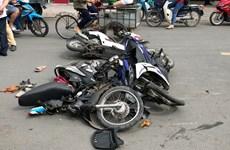Xe ôtô tông hàng loạt xe máy ở TP Hồ Chí Minh, 4 người bị thương
