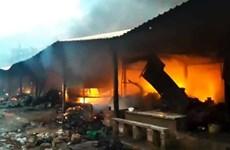Bình Định: Cháy chợ Mộc Bài, hơn 200 gian hàng bị lửa thiêu rụi