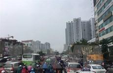 Người Hà Nội chật vật với cơn mưa sáng, nhiều tuyến đường ngập sâu
