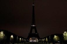 Khoảnh khắc Tháp Eiffel tắt đèn tưởng nhớ ông Jacques Chirac
